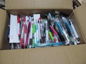 ボールペンの寄付が届きました。